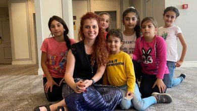 Photo of Արփի Մաղաքյանը հեքիաթներ է պատմում արցախցի փոքրիկների համար